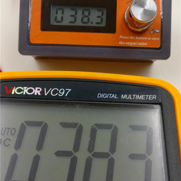 0-3.3V Voltage Generator with LCD Display